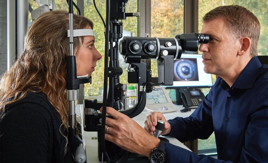 Augenuntersuchung im Augenzentrum Interlaken
